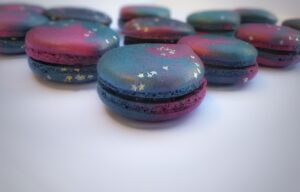 Galaxy themed black current macarons-01